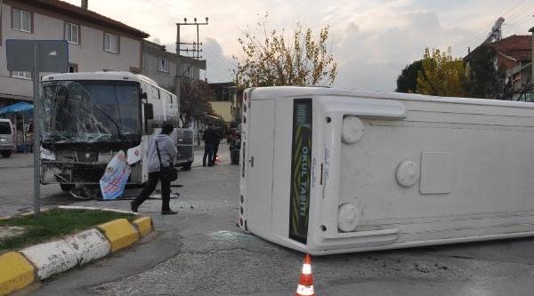 Servise Belediye Otobüsü Çarpti: 15'I Öğrenci 16 Yarali