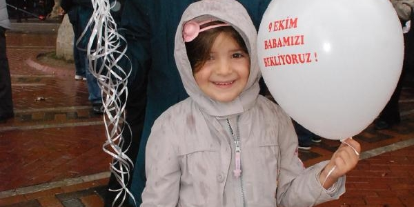 'sessiz Çiğlik' Eyleminde Dilek Balonu Uçuran Asli Ve Zeynep Dedelerine Kavuşamadi