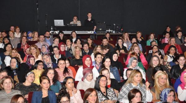 Şevval Sam, Belçika'da Dünya Kadınlar Günü'nde Konser Verdi
