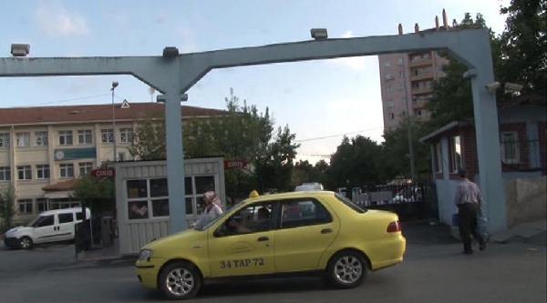 Seyrantepe'deki Polis Lojmanlarında Operasyon Kapsamında Arama Yapıldı