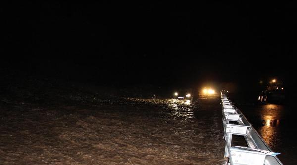 Şiddetli Yağmur Mengen'de Hayatı Felç Etti (2)
