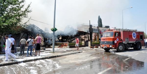 Side'de Korkutan Yangın, 3 İşyeri Ve Lojman Yandı