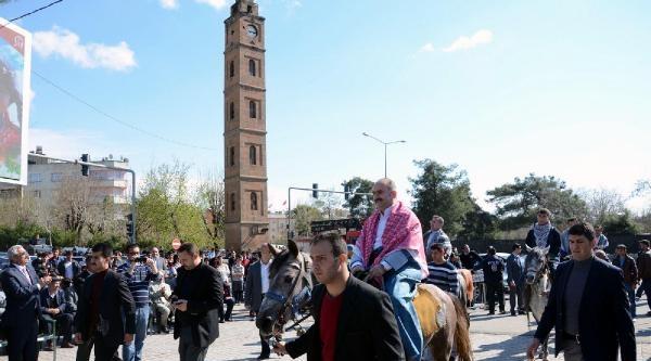 Siirt Valisi Yöresel Kıyafetle At Sırtında Nevruz Kutladı