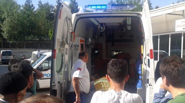 Siirt'te İki Otomobil Çarpişti: 2 Ölü