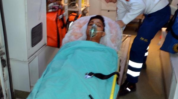 Silahli Kavgada Anne Öldü, Oğlu Ağir Yaralandi