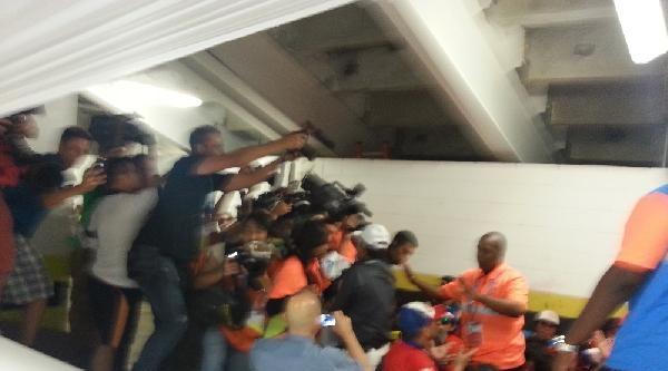 Şilili Taraftarlar Stadı Bastı