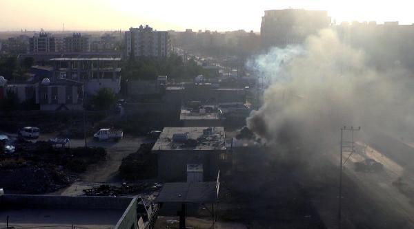 Silopi'de, Dedaş Binasını Ateşe Verdiler (2)