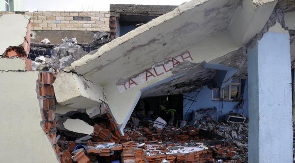 Silopi'de Fırtına Minare Yıktı: 2 Yaralı