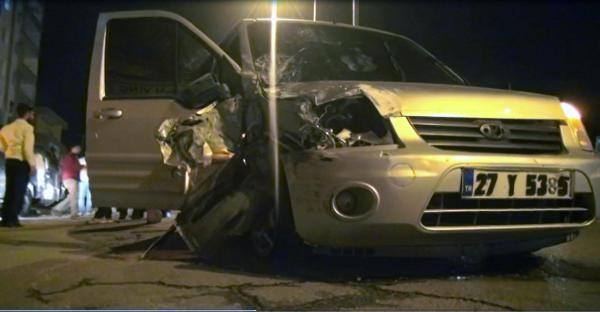 Silopi'de Hafif Ticari Araç 'akrep'le Çarpişti: 1'i Polis 6 Yaralı