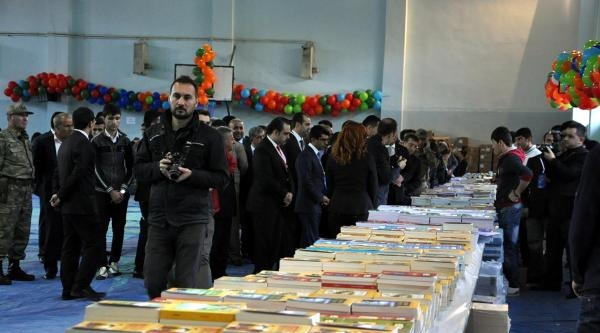 Silopi'de İlk Kez Kitap Fuarı Açıldı