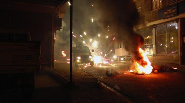Silopi'de Pkk Yandaşları Yol Kapatıp, Polisle Çatişti