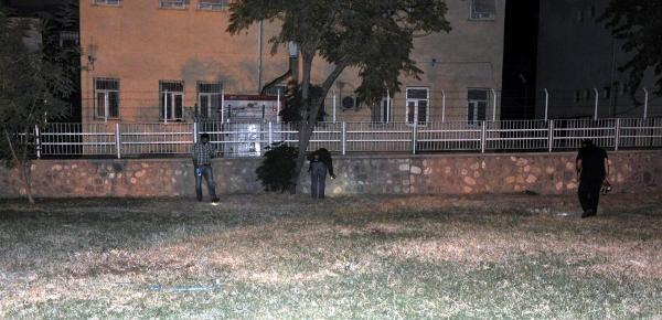 Silopi'de Şüphelileri Adliyeye Getiren Polise El Bombali Saldiri: 1'i Polis 2 Yarali