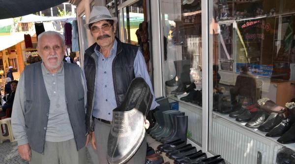 Simav'da Lastik Ayakkabı Halen Revaçta