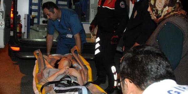 Sinir Krizi Geçiren Kadin Balkona Çikip, Intihar Etmek Istedi
