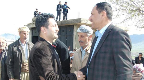Sınırda Ak Partili Belediye Başkanı İçin Kutlama