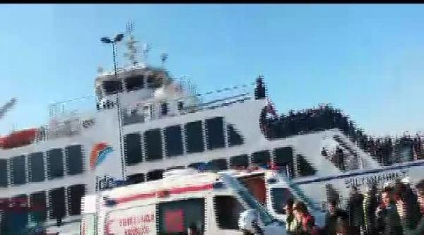 Sirkeci'de Arabalı Vapura Girmek Üzere Olan Araç Denize Düştü : 1 Ölü, 3 Yaralı