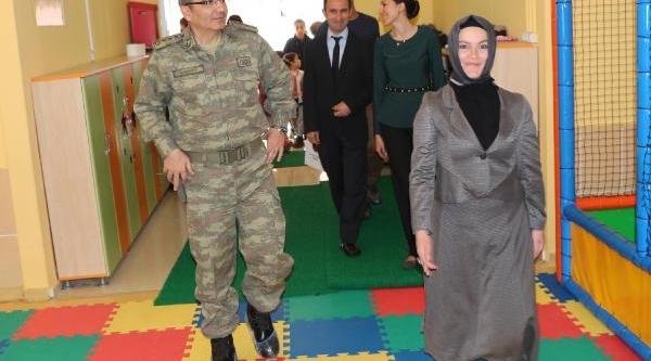 Şirnak'ta Askerden Öğretmenler Günü Kutlamasi