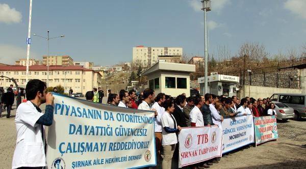 Şirnak'ta Doktorun Sözleşmesinin Fesh Edilmesi Protesto Edildi