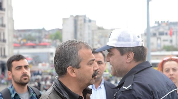 Sırrı Süreyya Önder'den Gezi Parkı Girişine Papatya