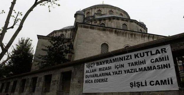 Şişli Camisi duvarına ilginç 1 Mayıs pankartı!