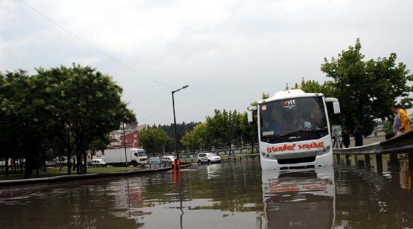 Şişli'de Mahsur Kalan Yolcuları İtfaiye Kurtardı