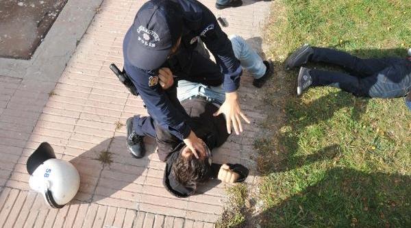 Sivas Cumhuriyet Üniversitesi'nde Öğrenci Kavgasi: 2 Yarali (2)