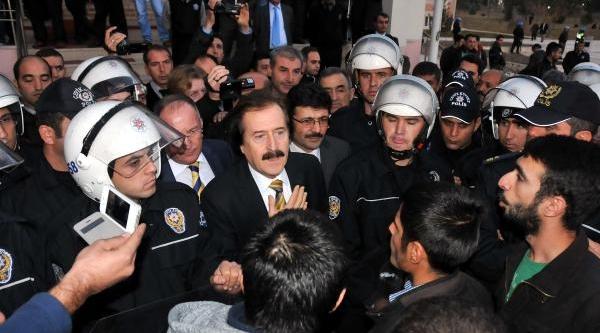 Sivas Cumhuriyet Üniversitesi'nde Öğrenci Kavgasi: 2 Yarali (3)