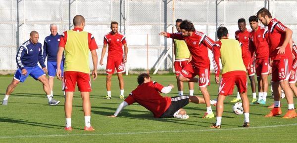 Sivasspor Çalişmalarini Sürdürüyor