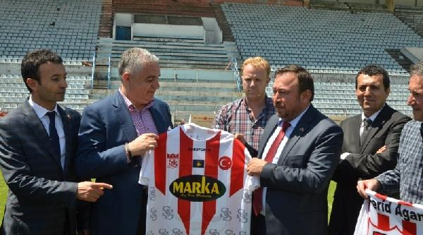 Sivasspor, Kosova'da Priştine İle Dostluk Maçı Oynayacak