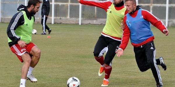 Sivasspor Teknik Direktörü Carlos,