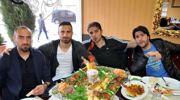 Sivasspor'lu Futbolcular Moral Yemeğinde Buluştu