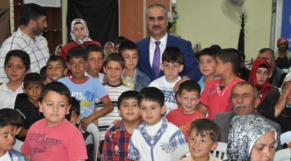 Sivas'ta 317 Çocuğa Sünnet Kıyafeti Dağıtıldı
