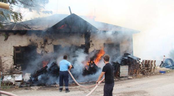 Sivas'ta Boş Evde Çikan Yangın Korkuttu