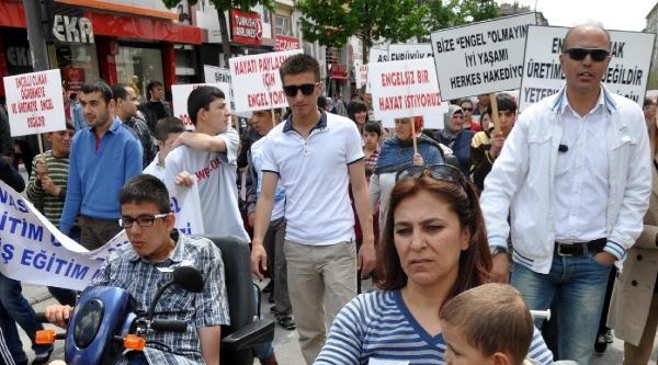 Sivas'ta Engelliler Haftası Yürüyüşü
