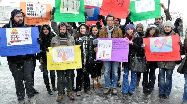Sivas'ta Kar Altinda 'insan Haklari Günü' Kutlamasi