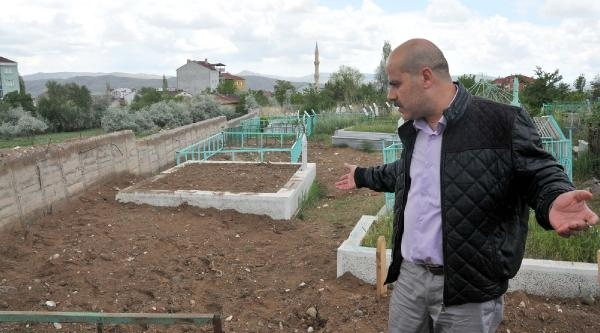Sivas'ta 'pkk Mezarlığı' Şaşkinliği