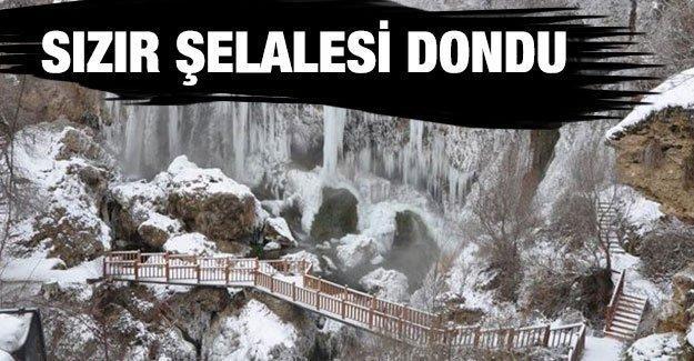 Sivas'ta Sızır Şelalesi dondu