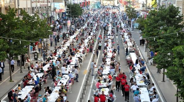 Sivas'ta Sokak İftarina Yoğun İlgi