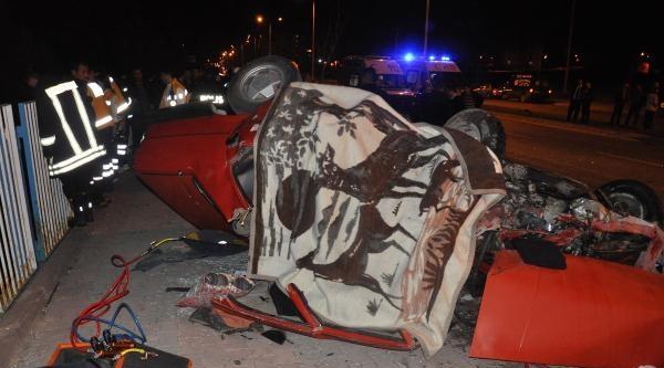 Sivas'ta Trafik Kazası: 2 Ölü, 6 Yaralı