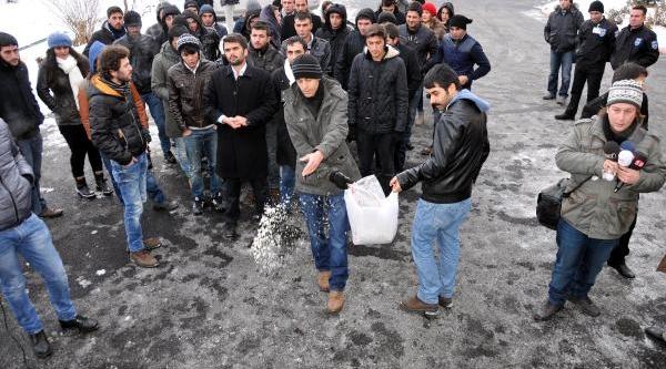 Sivas'ta Üniversite Öğrencilerinden Tuzlu Eylem
