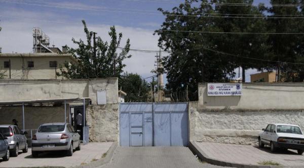 Siverek Cezaevi'nde Yangın: 1 Mahkum Dumandan Etkilendi