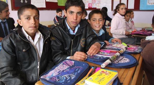 Siverek'te 650 Öğrenciye Kirtasiye Yardimi