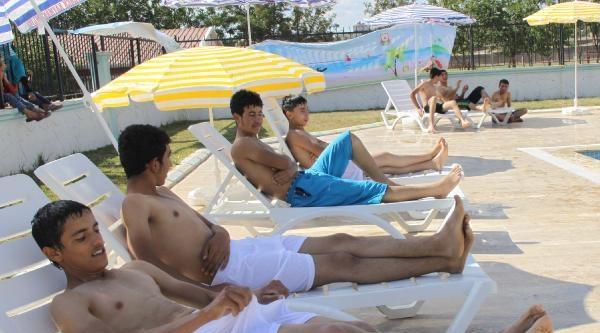 Siverek'te Belediyeden Ücretsiz Yüzme Havuzu