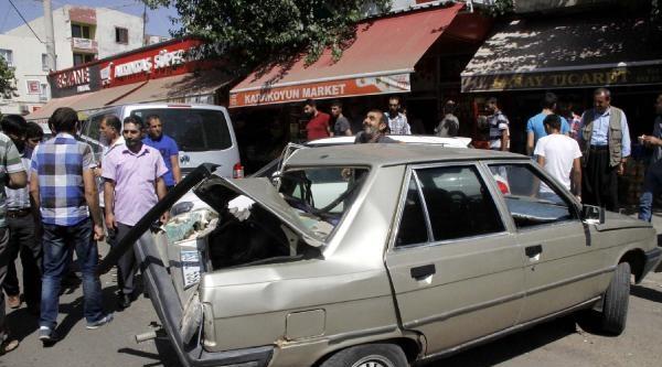 Siverek'te Kontrolden Çikan Tır, 3 Otomobile Çarpti