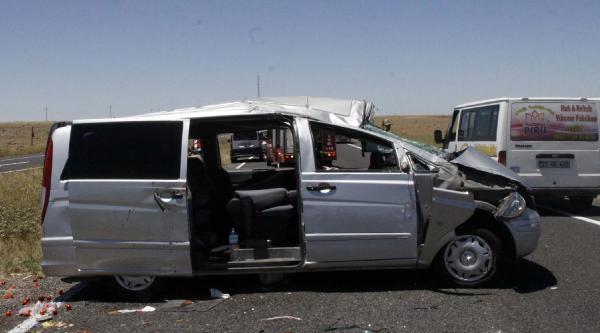 Siverek'te Minibüs Devrildi: 9 Yaralı