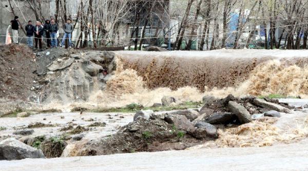 Siverek'te Yağmur Nedeniyle Dereler Taştı