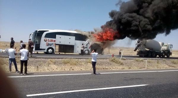 Siverek'te Yolcu Otobüsü Alev Alarak Yandı