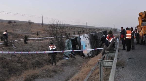 Sivrihisar'da Yolcu Otobüsü Devrildi: 1 Ölü, 44 Yarali