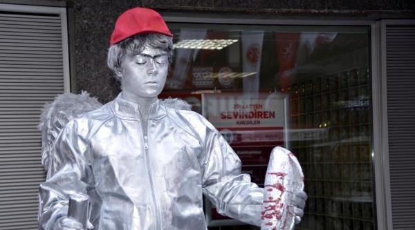 Soğuk Heykel Sanatçılarından Berkin Performansı