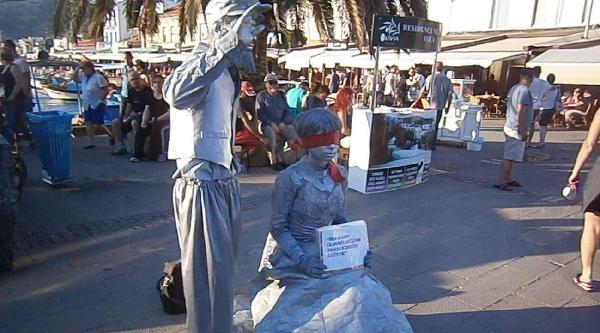 Soğuk Heykelle Çocuk Gelin Ve Kadın İstismarina Dikkat Çektiler